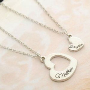 Jewelry - Silver Mother/Daughter heart necklace Set, New!